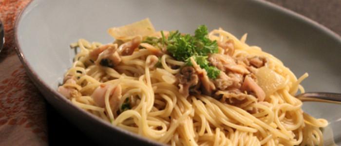 clam sauce, spaghetti, clams, shellfish